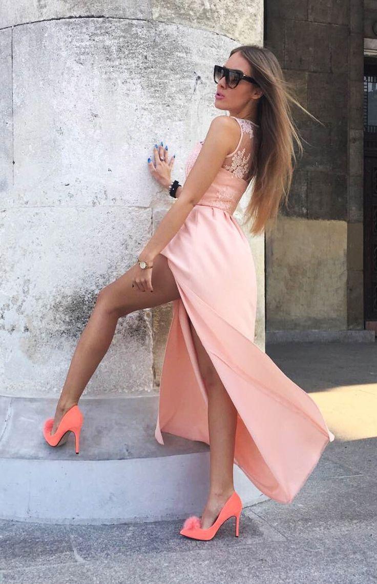 Długa morelowa sukienka z ozdobną górą. Idealna propozycja na wesele / dla druhny.  Maxi dress 349 zł