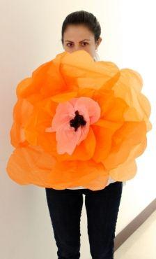 Flores gigantes de papel para decorar fiestas | Blog de BabyCenter