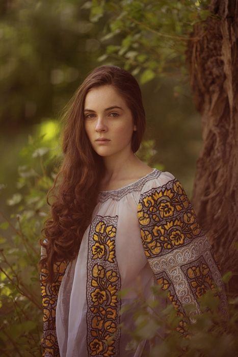 """Portrait with Romanian blouse (""""ie""""), © penciuc"""