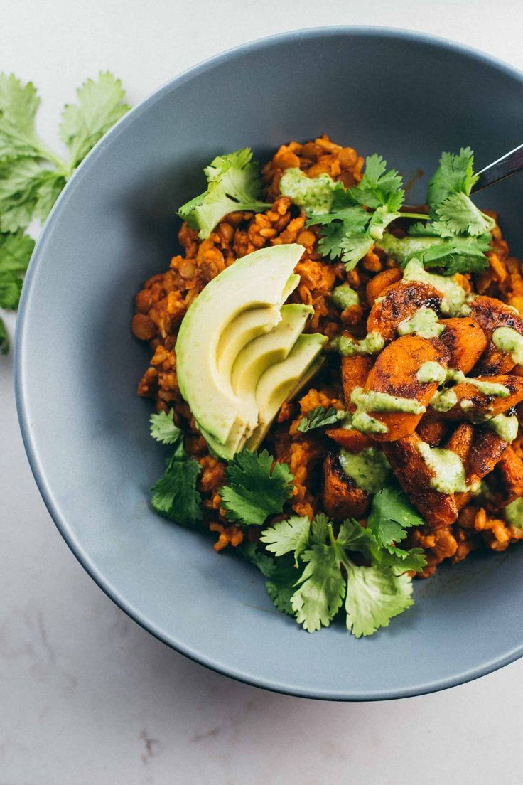 Lentil Curry Bowls with Cashew Cilantro Sauce #vegan #healthy #recipe