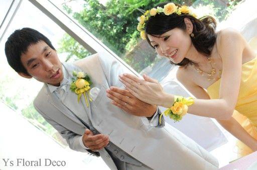 7月に大阪ホテル阪神さんでご披露宴の新婦さんより、とっても素敵な当日のお写真が届きましたので、ご紹介いたします。 鮮やかな黄色のドレスに合わせていただい...