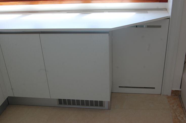 Copritermo inserito nei mobili cucina . Radiator's cover inside  kitchen furniture.