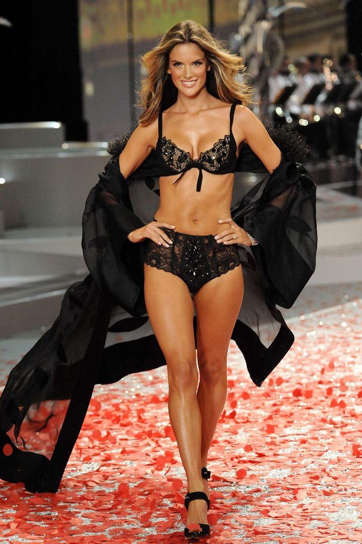 6. Segment: Black Tie Holiday | 6. Alessandra Ambrosio