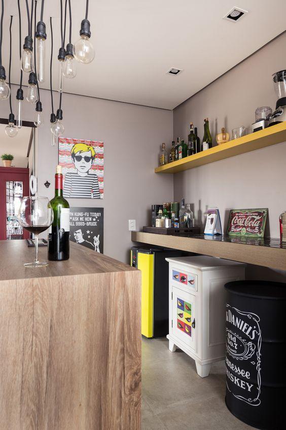como decorar a sua cozinha? luminária pendente para cozinha. onde comprar luminária para cozinha. cor preta na cozinha.