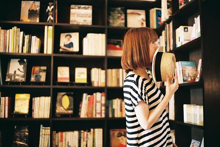 stripes & boater hat: Book Display, Bookshelves, Book Stores, Shorts Hair, Bookstores, Book Shelves, Good Book, Hair Looks, White Shelves