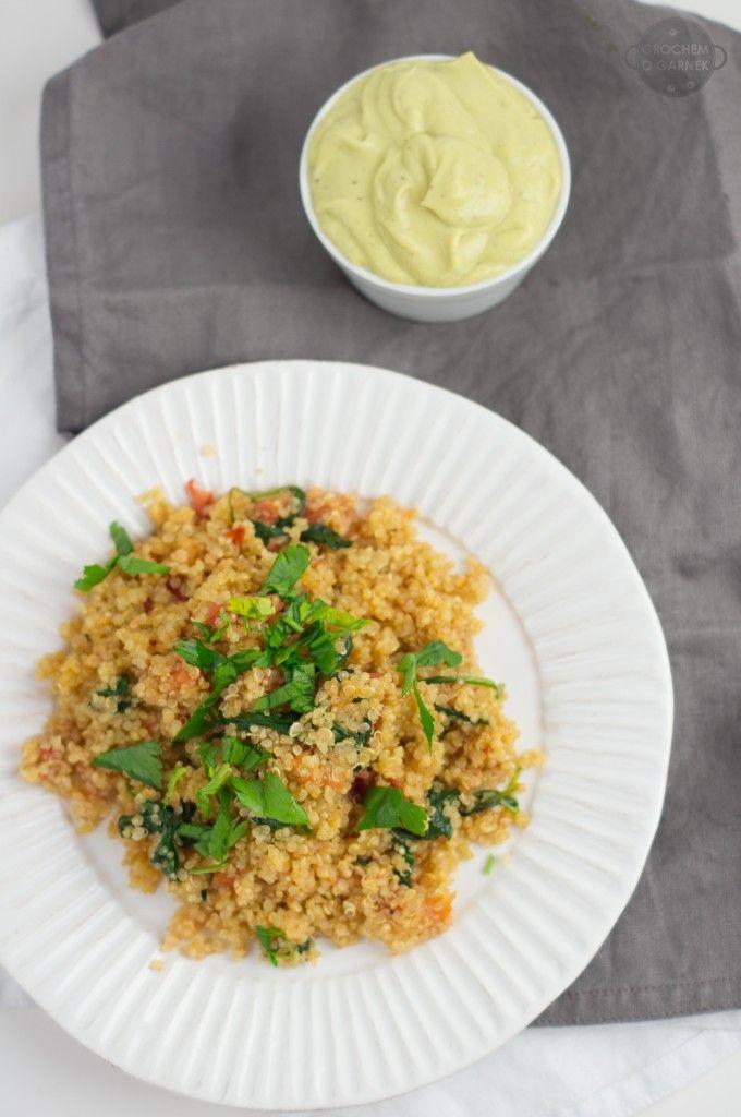 Quinoa, tomato and spinach breakfast + avocado sauce