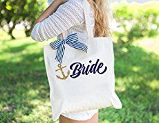 Be the envy of your friends when you sew this expanding nautical tote bag pattern. Great use of fabric and hardware makes this bag look top of the range!