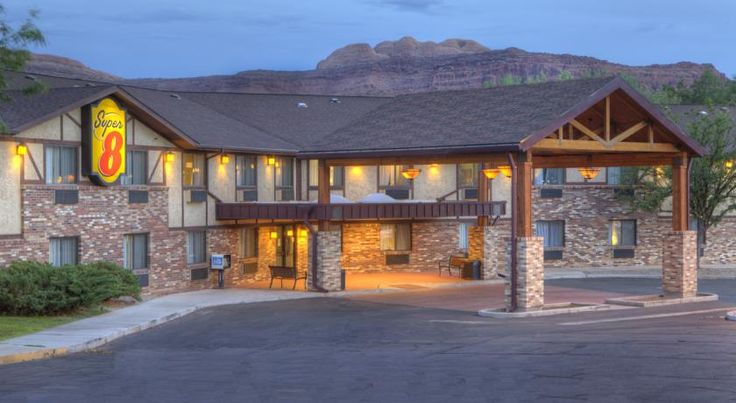 Super 8 Moab Moab The Super 8 Moab is 1.6 km from the centre of Moab, and many area attractions.  In fact, this Utah motel is located 5 km from Arches National Park, the Colorado River, and is close to Canyonlands National Park.