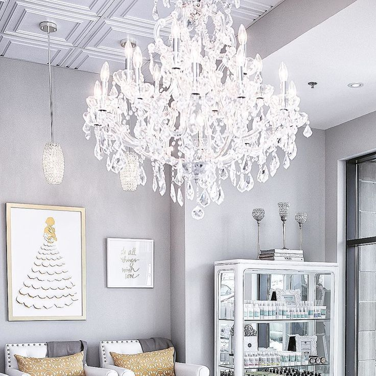 Fun fact: Our chandelier was the first thing we ever bought for the spa! We fell in love the moment we laid eyes on it . . . . . #spa #toronto #torontospa #torontonailsalon #torontonails #nails #instanails #nailsofinstagram #nailsalon #beauty #manicure #pedicure #shellac #waxing #facial #microblading #eyelashextensions #etobicoke #longbranchto #etobicokenails