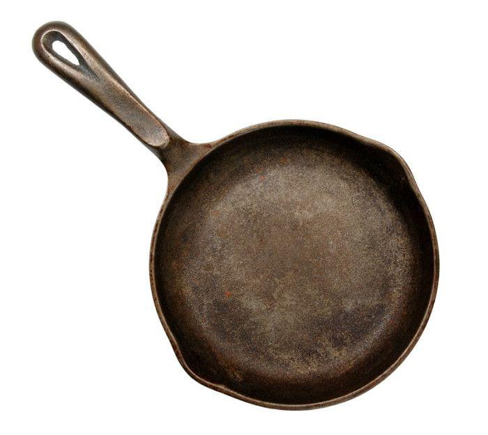 SÅ HÄR rengör du gjutjärnspannan och INTE med diskmedel eller stålull...