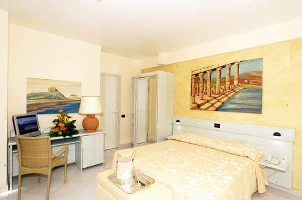 Luminose e spaziose, dotate di tutti i comfort ecco le nostre camere! Buona giornata www.acaciaresort.eu