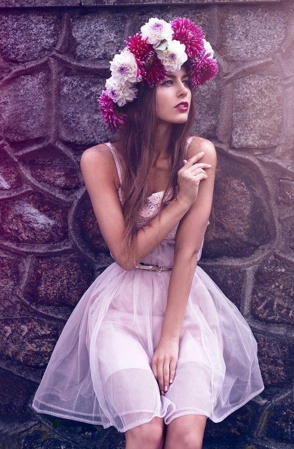 ミニドレスがかわいい♡披露宴のウェディングドレスのまとめ一覧。二次会や1.5次会にも使えるドレスの参考例を集めました♡