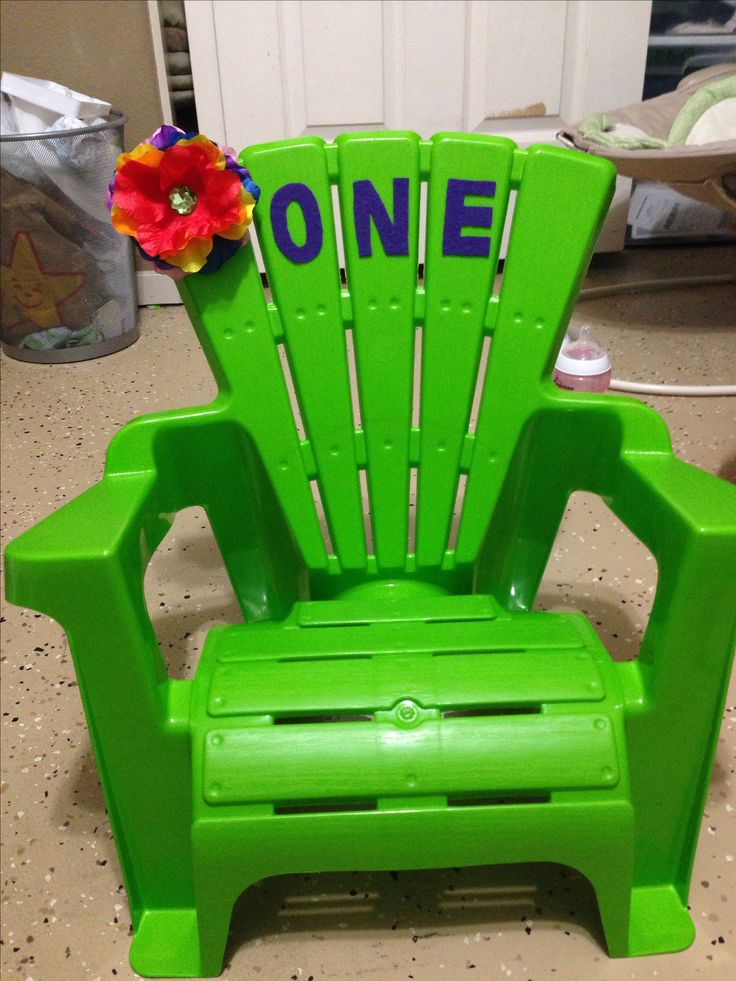 The birthday Girls chair!!! I already have one of these @alovullo