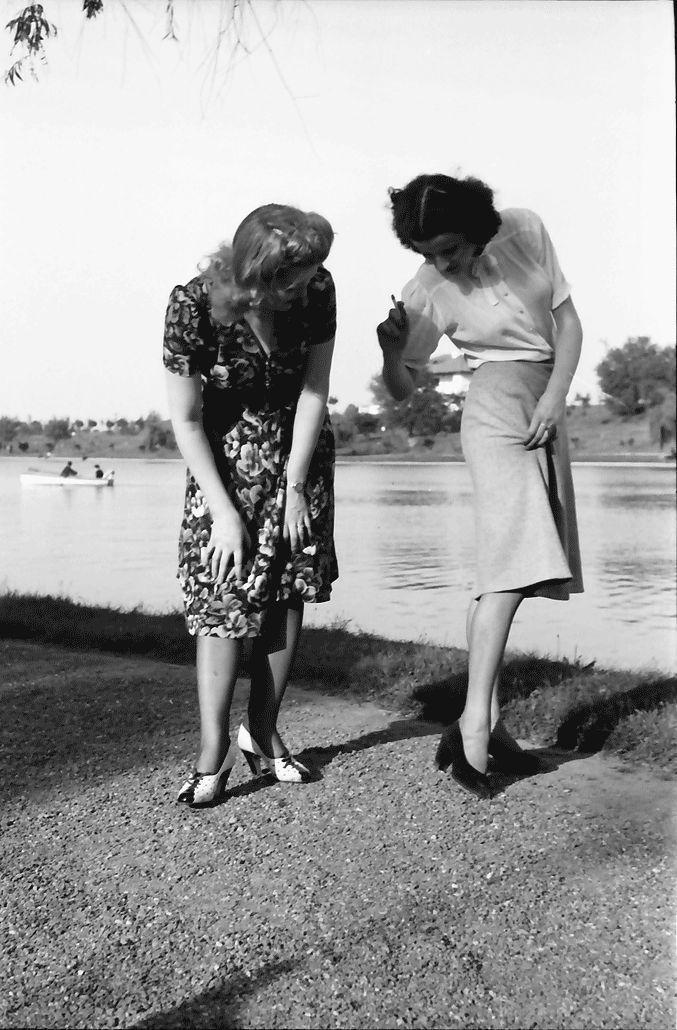 16Bukarest.Mädi und Märy, ist der Strumpf entzwei.05.1941