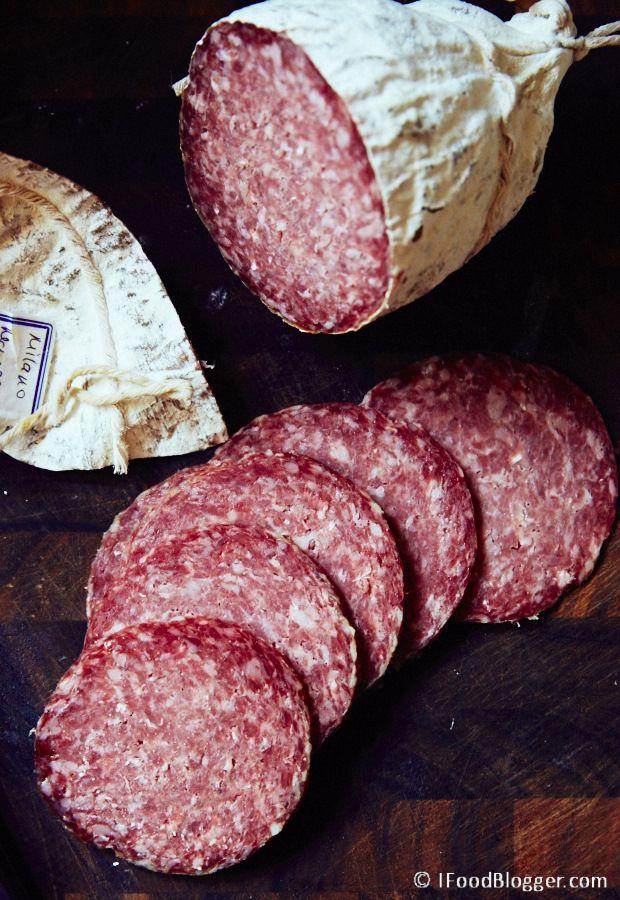 Casera Milano Salami - La receta de Adam Marianski de Milano salami, básicamente el mismo que el salami de Génova.  Si usted está aprendiendo cómo hacer salami, esta es una buena receta para probar.