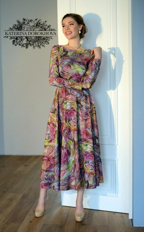 Love everything about this dress: cutting, sleeves, length, pattern, colours ...