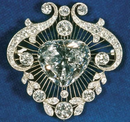 British Crown Jewels - Cullinan V Brooch constitutes of a heart shaped diamond of 18.8 carats forming the centerstone of another Royal Collections Brooch.