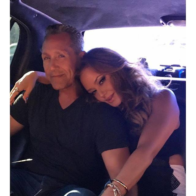 Leah Remini & husband.