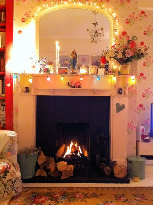 The wallpaper, fairy lights & roaring fire. so cute even though it might be a bit too colourfull for me