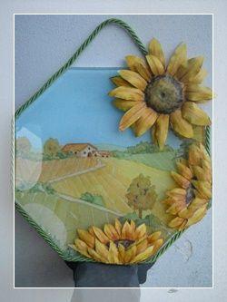 Piatto di vetro con girasoli | Progetto passo passo | Découpage di Clara Tramontano