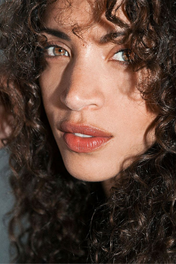 Noémie Lenoir - beautiful natural terra-cotta tinted lips. I hear this is her natural lip color with no product. Beautiful!
