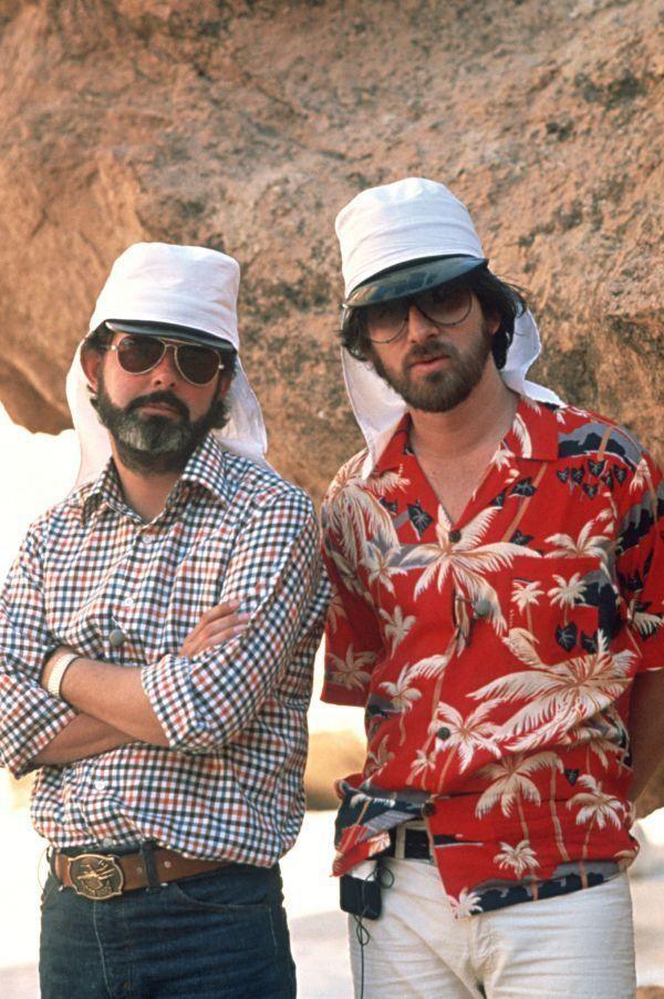 ヒゲと帽子が印象的なルーカスとスピルバーグの似たもの巨匠二人:インディー・ジョーンズ・シリーズ第1作目「レイダース/失われたアーク」の裏で撮影されていた超レア写真いろいろ
