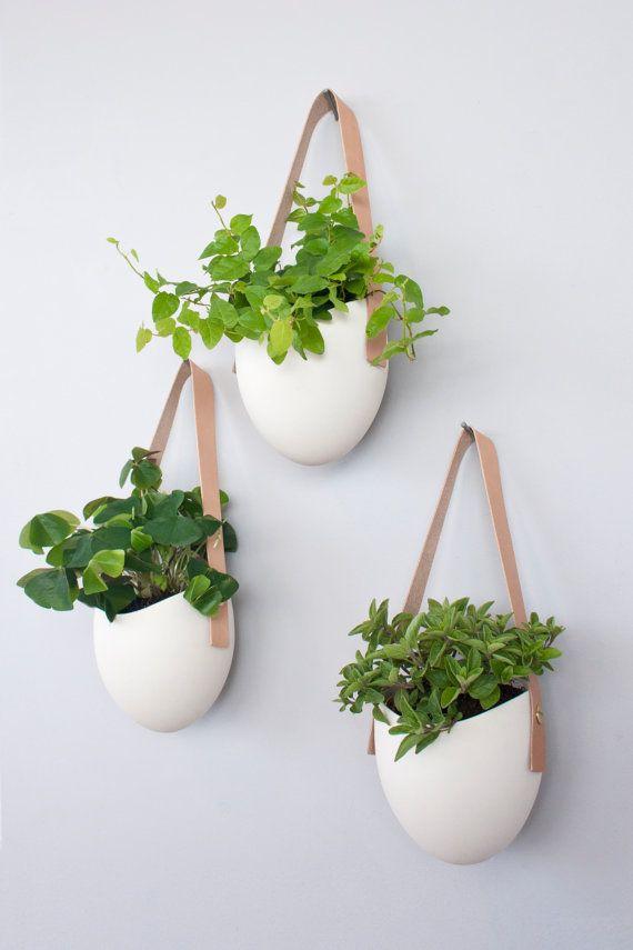 3 Porzellan und Leder hängende Pflanzgefäße von lightandladder