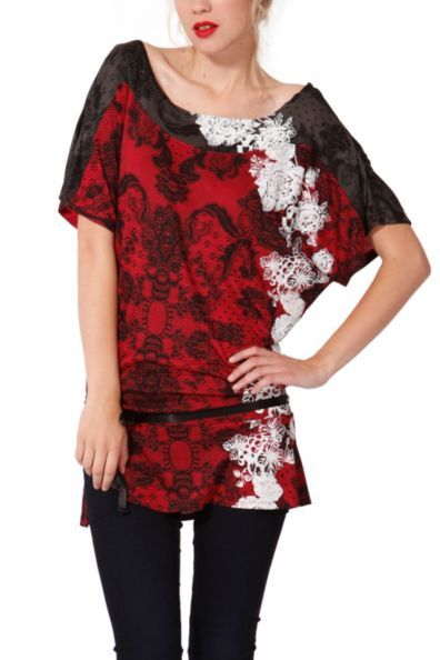 Desigual women's Kilna T-shirt with boat neck and oversize cut. It has a very romantic lace print combined with large flowers.