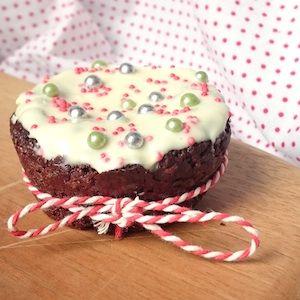 Kerstbrownies voor kinderen! Meer recepten voor kerst op de site. http://dekinderkookshop.nl/recepten-voor-kinderen/kerstbrownies/ Christmas brownies for kids.