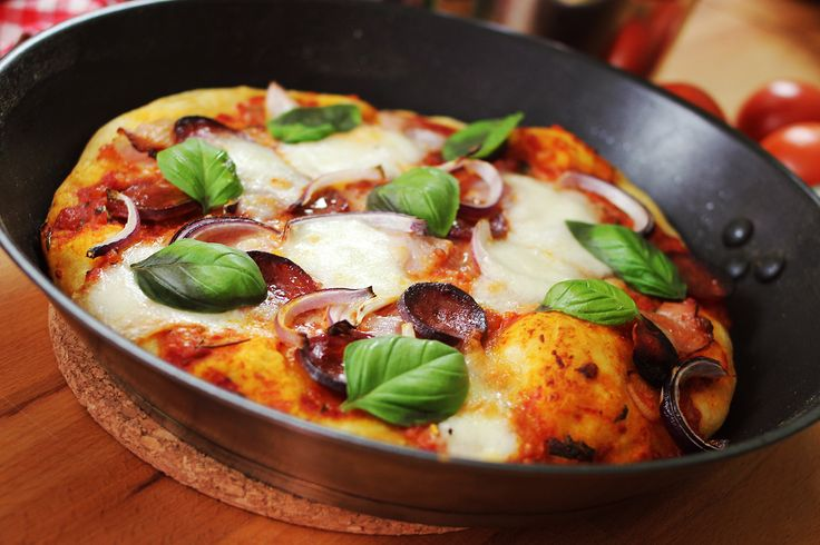 Az otthon készült pizzák legfőbb problémája, hogy a sütők nem tudnak olyan forrók lenni, mint ami a pizzasütéshez kell. Egy igazi pizzakemencében ugyanis jóval 300 fok feletti a hőmérséklet, ráadásul a kemence alja, amire a tészta kerül, szintén tűzforró. Ezzel szemben egy…