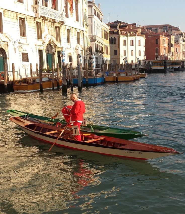Welcome in #Venice and its #SantaClaus race. Find it and follow us!