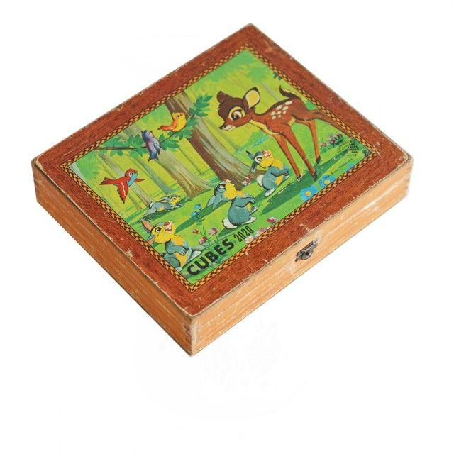 <p>Boite en bois de 19 cubes ( 1 manquant) Walt Disney 2020 vintage , Garnier Cornil, Made en France , état d'usage . Pour occuper ses enfants un mercredi matin pluvieux et retrouver la joie de jouer ensemble ! On aime le côté très décoratif de la boite et des cubes (même un peu abimés ...).</p>