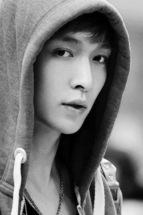 EXO Lay BW ♡ dat stare... he look straight into my soul.. daym #lay #yixing #exo