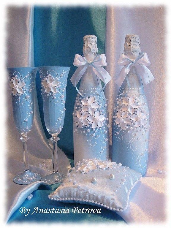 copas botellas y cojines decorados