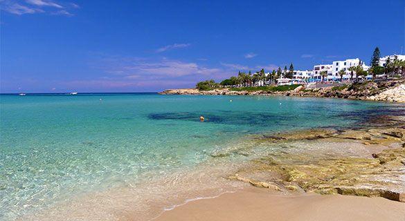 Protaras | Ayia Napától mindösszesen 7 km-re, lankás domboldalon található, festői szépségű üdülőhely. Elsősorban hangulatos kis öblei és lassan mélyülő strandjainak köszönhetően tökéletes üdülőhely szinte minden korosztály számára.