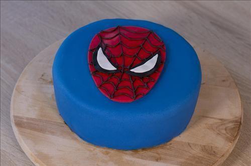 Gâteau Spiderman Une décoration de gâteau en pâte à sucre, à l'effigie du célèbre super héros Spiderman, est facile à réaliser. ...