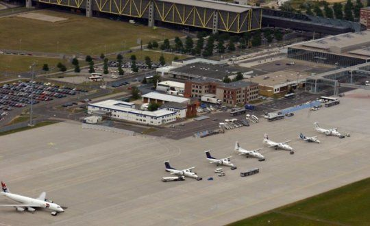 Soil contamination from melt waters at airports
