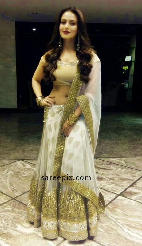 Sana-khan-Avesh-dadlani-lehenga-Surat #SanaKhan #lehenga #AveshDadlani #Dandiya #Bollywood
