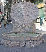 Gian Lorenzo Bernini : Fontaine des abeilles - Reçu en France comme un prince, Le Bernin réalise alors un buste du roi, mais aucun de ses projets de façade pour le Louvre ne sera retenu, marquant le début du déclin de l'influence italienne sur l'art architectural français. On lui préfère le projet de Claude Perrault.