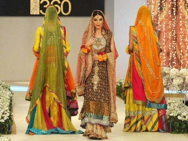 Stylish-Dresses-For-Girls-In-Fashion-Week-201522.jpg