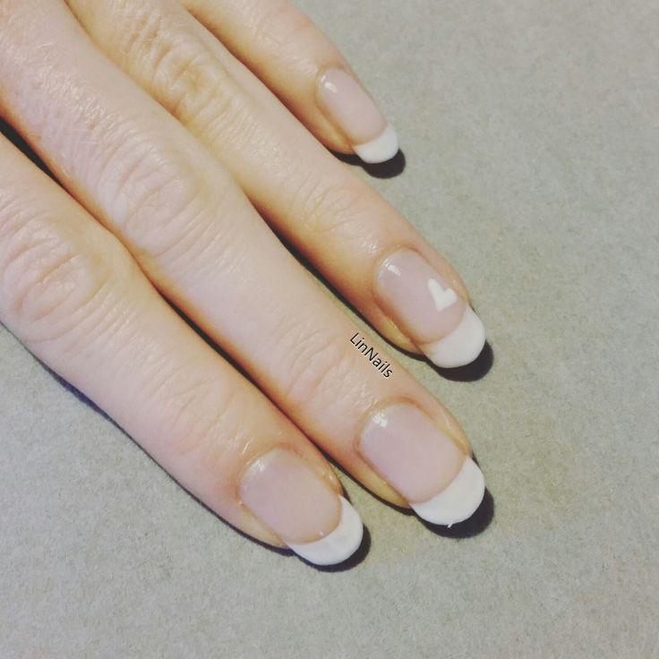 French manicure with White heart. <3 geelilakkaus, ranskalainen manikyyri valkoisella sydämellä. SÖPÖT! <3 #sensationail