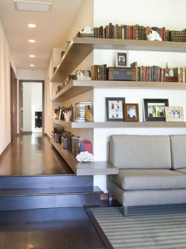 Wohnzimmer Designideen Eckregal Holz Sofa Teppich