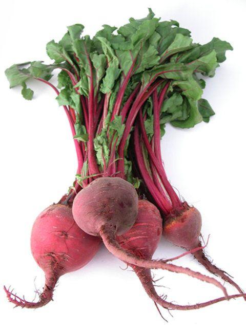En sağılıklı kırmızılar Kalori açısından çok düşük olan pancar özellikle kilo vermek isteyenler için idealdir. Sindirime yardımcı olan lifler içerir
