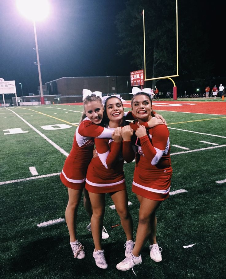 I am the girl in middle go red cute cheer