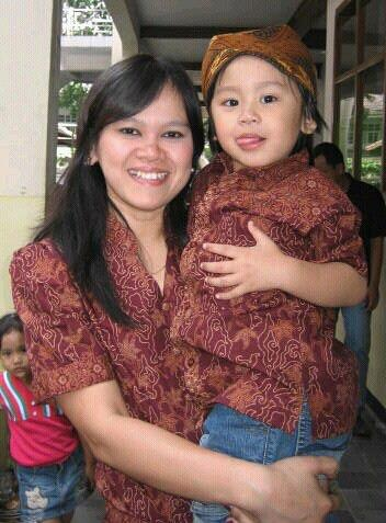We love Batik Keris!  Foto oleh Ibu Rani Sutiarni dari Hamburg. Terima kasih atas fotonya!