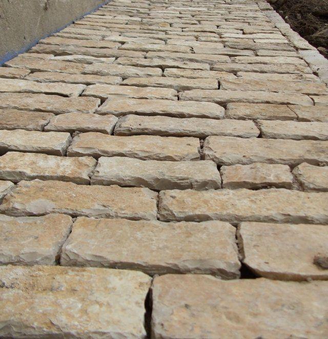 allée en pavés de pierre de bourgogne