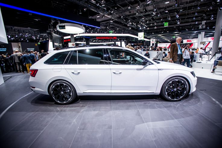 Both body types of the ŠKODA Superb SportLine have sporty design elements in the exterior and interior, as well as comprehensive equipment #SKODAIAA #SuperbSportLine #SKODA #IAA2015