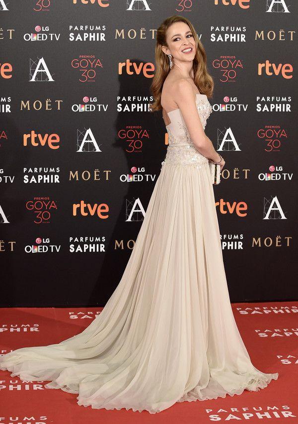 Como un princesa. Silvia Abascal lució un vestido de cola en color crema, firmado por Elie Saab ysandalias de Jimmy Choo.