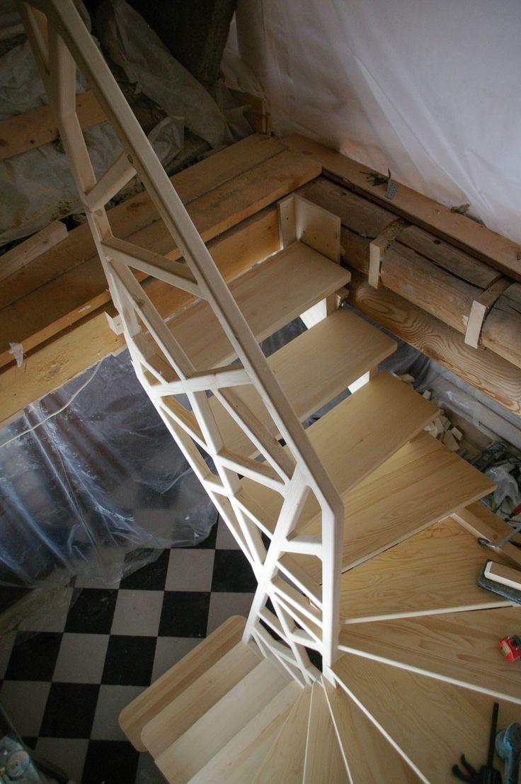 Лестницы Сортавала СПБ / Деревянная лестница в деревянном доме