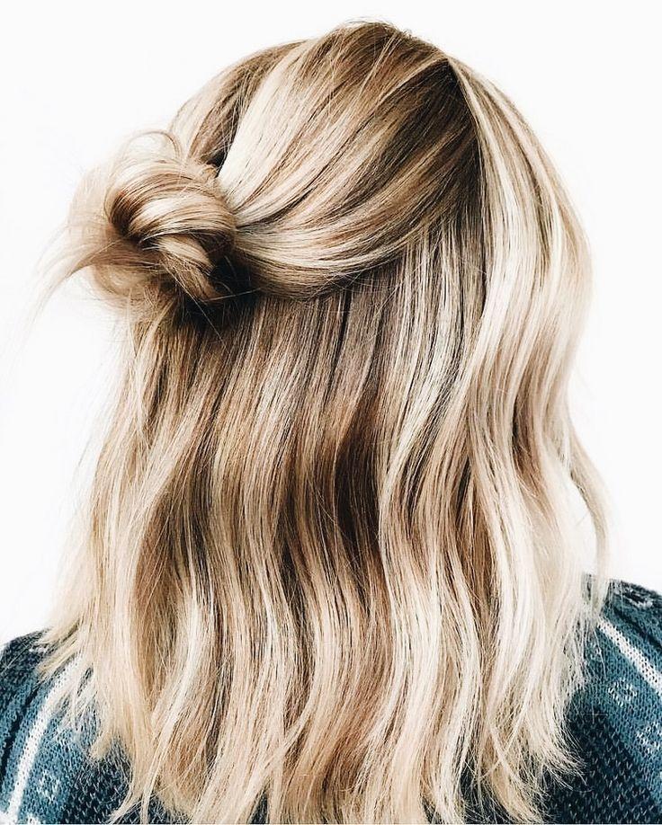 Blonde und braune Highlights. Halbe halbe halbe Brötchen mit sanften Wellen – #…